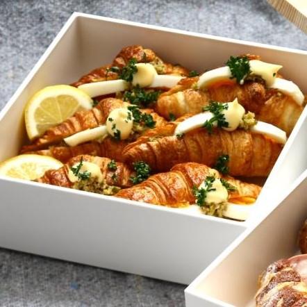 タプナードとゆで卵のミニクロワッサン.jpg