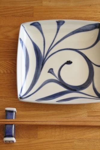 砥部焼・梅山窯:五寸角皿〈一ツ唐草〉