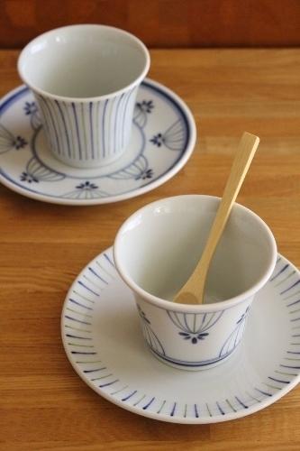 砥部焼・廣梅窯:反りカップ/五寸平皿