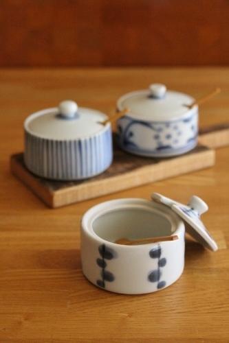 砥部焼・梅山窯:薬味入れ〈柳文〉