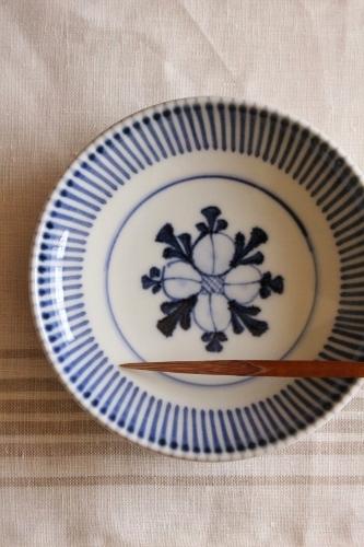 砥部焼・梅山窯:梅山窯さんの四寸六分丸皿〈十草内花文〉