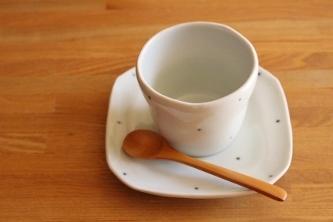 砥部焼・梅乃瀬窯:四寸五分角皿/フリーカップ