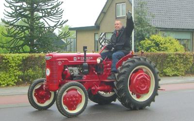 ヨーロッパの田舎町で見かけた農耕車パレード