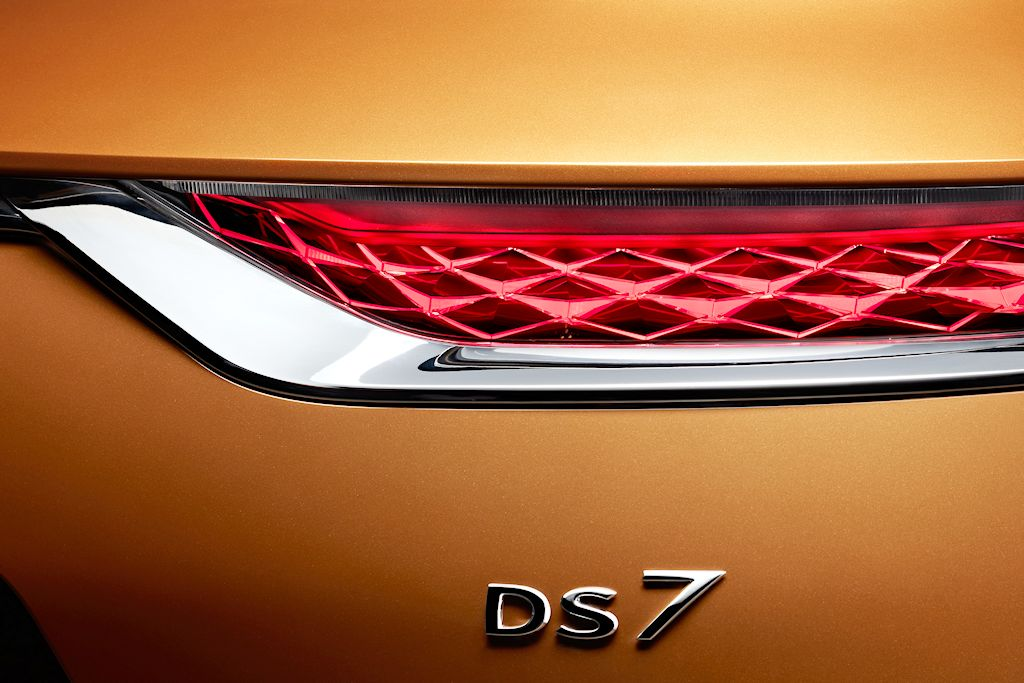 20170228-ds-7-crossback-rear-light-and-badge-signature-hd.jpg