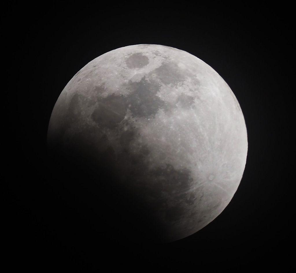 moon02s.jpg
