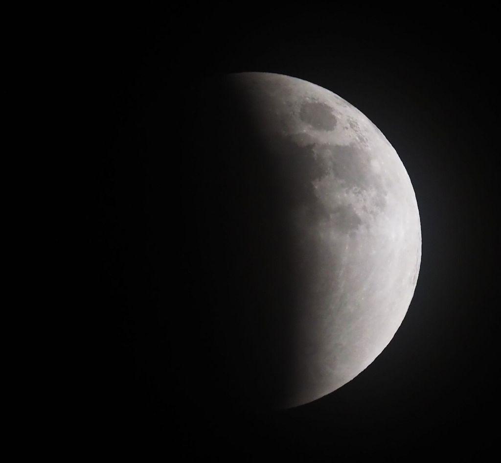 moon05S.jpg