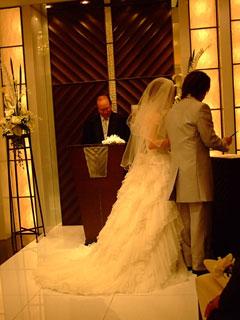 結婚証明書へサイン