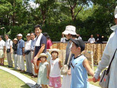 05/8/9原爆公園、大分池田さんのご家族