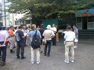 枝川朝鮮学校で校長先生からお話しを聞く