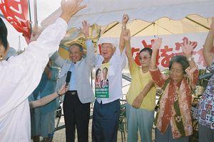 辺野古テント 山内徳信さんの参院選当選におじいおばあ も一度ばんざ〜い!