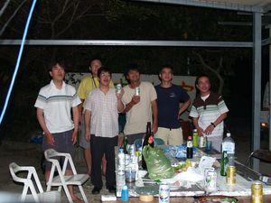 ジュゴンの里での交流会。夜遅くまで、話あり、歌あり、深夜まで続く。