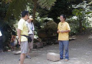 東村高江、「山甕」にて安次嶺現達さんに現在の状況を聞く