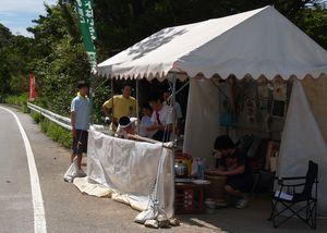 高江、ヘリパット建設現場前でテントに常駐し、監視と阻止活動が続く