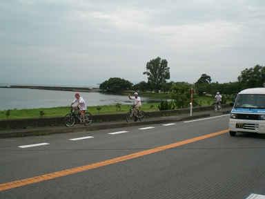 琵琶湖岸を走る