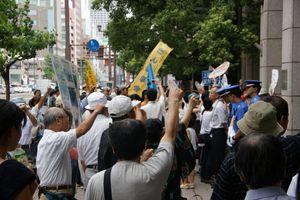 中国電力本社前にて、原発中止を訴えシュプレヒコール