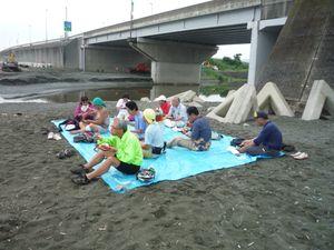 海岸での昼食