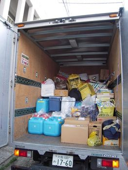 大阪全労協からの2 tトラックの支援物資