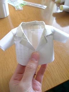 ドレスも同じですが、型紙は、紙を直接ぬいぐるみに当てて適当に作る→ 組み立てて着せてみる→補正→仮の布で仮縫い→さらに補正という手順で作ってます。