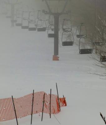 ホテルの周りの駐車場も雪がいっぱい積もっていました