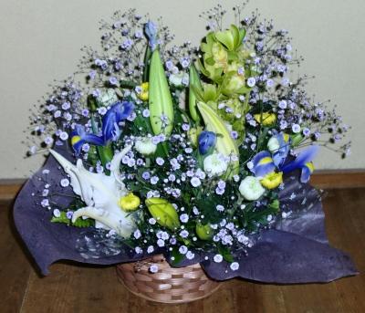 仏事の生花アレンジメントを関東へ送りました