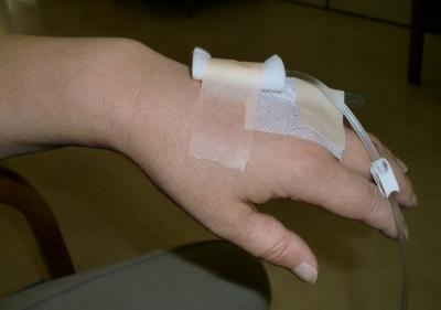 点滴を左手の甲にしました