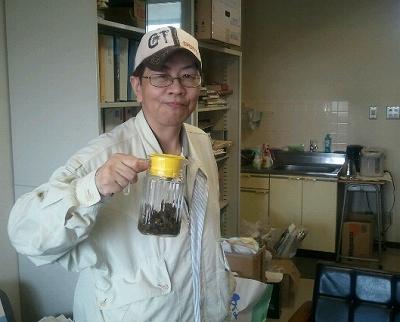 先生の研究所で上勝バン茶をいただいてパチリ