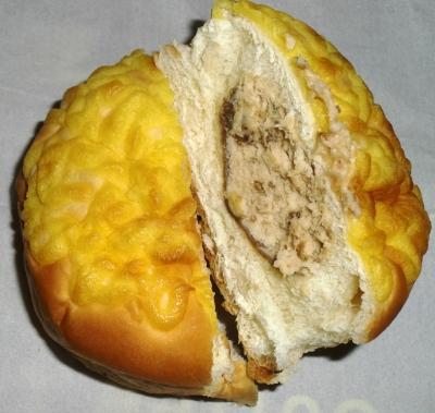 今日のおやつは「パンdeシュー菓子パン」でした