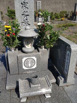 午前中は東温市の志津川霊園にてお墓参り
