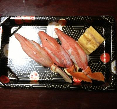 1月1日は家族でお寿司・おせち料理を食べて楽しみました