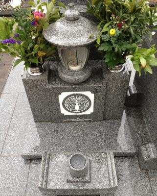 週末が家族旅行なので月命日でお墓参りに行きました