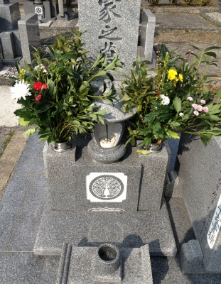 今晩から親父との2人旅に行くのでお墓参りに行きました
