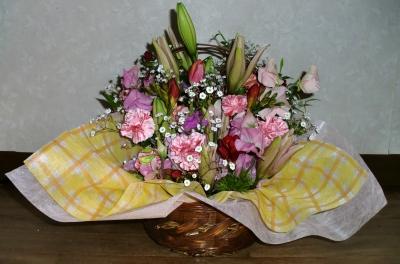 お祝いの生花アレンジメントを製作しました