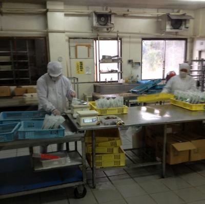 次の目的地は黒糖工場いっぱい試食しました