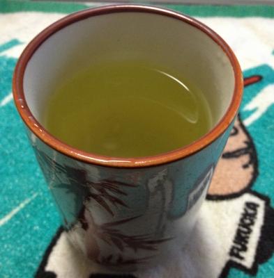 レモンの葉でお茶を作って飲みました