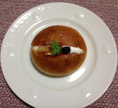 今日のおやつは「ブゥランジェリィ・アペのパン」でした