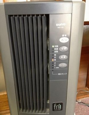 以前にマンションに住んでいた頃に買っていた冷風機で我慢中です