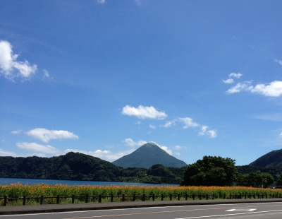 お昼ご飯を食べに池田湖へ行きました