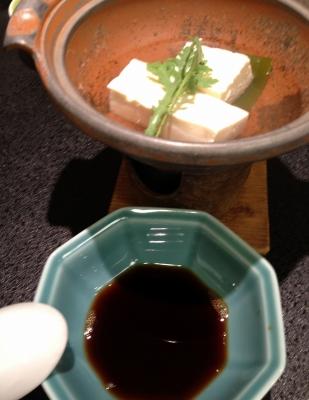 温泉旅館で料理を楽しみ、友達と出会いを楽しみました