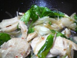 鶏むね肉とほうれん草と新たまねぎのサラダ