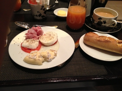 パリ 朝食