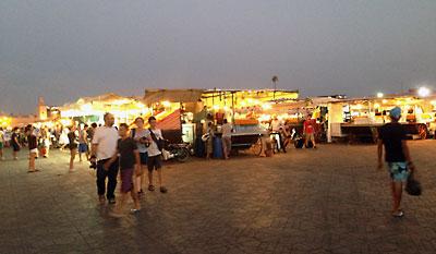 夕暮れのフナ広場