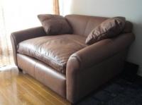 総革張りのソファ