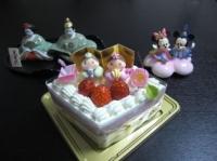 ひなまつりケーキと雛人形