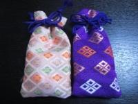 右の紫色のが新しい印鑑袋