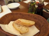 パンはオリーブオイルで食べます