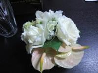 白いバラのミニ花束