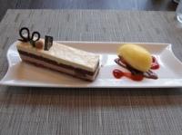 栗のケーキとアイスクリーム