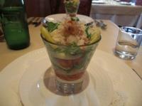 前菜のルコラとジャガイモとズワイガニのサラダ
