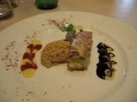 デザートはキャラメルのムース&バナナと干しぶどうのケーキ