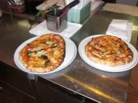 2人の焼いたピッツァ